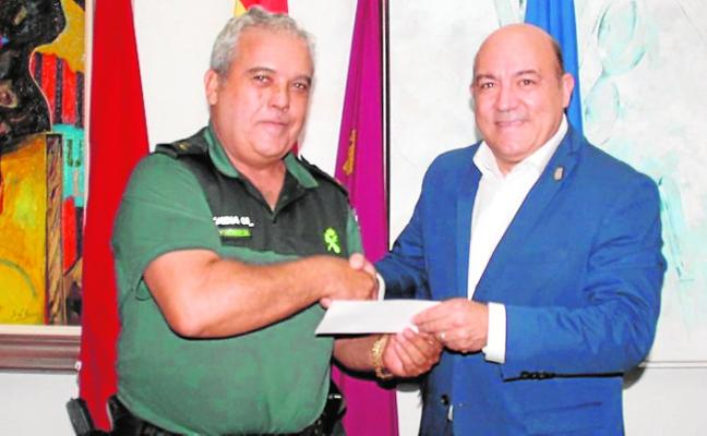 El alcalde muestra su apoyo a la Guardia Civil
