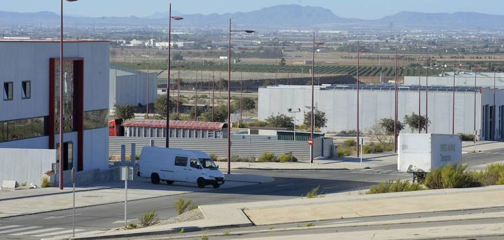 Dos empresas de Los Camachos reciben ayudas para modernizar su producción