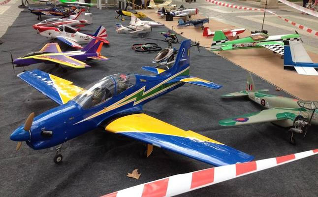 El campo de vuelo de Torrealvilla acoge una animada concentración de aeromodelismo