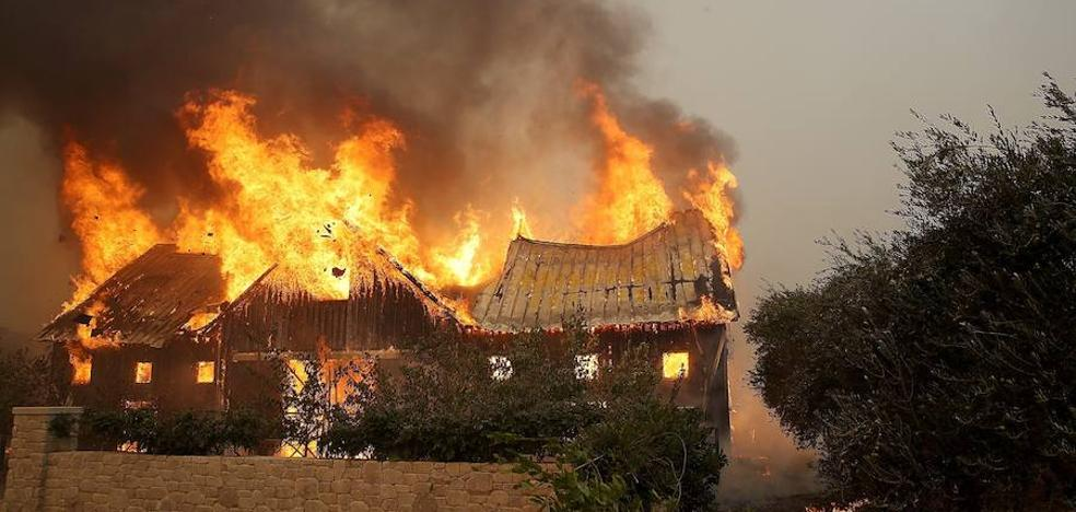 Sube a 13 la cifra de muertos en incendios forestales de California