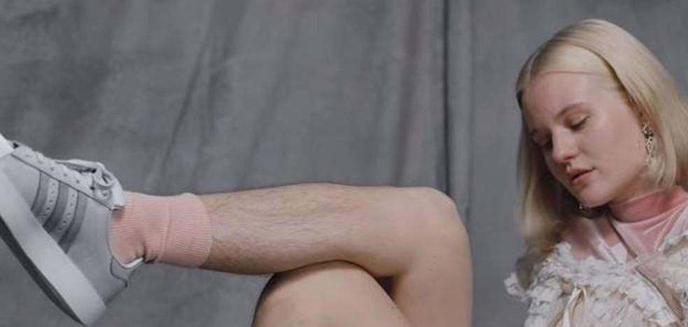Recibe amenazas de violación por aparecer así en una campaña de Adidas