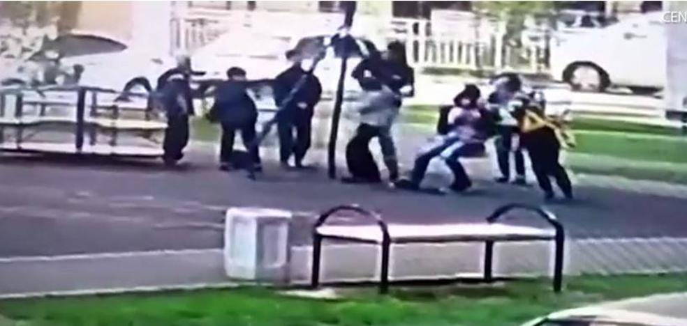 Un padre da una paliza a unos niños que hacían 'bullying a su hijo