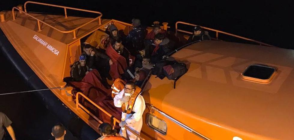 Interceptan 8 pateras con 95 inmigrantes durante la madrugada en las costas de la Región