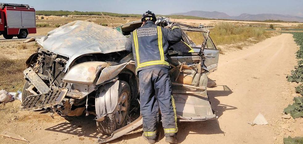Herido un conductor tras salirse de la carretera y dar varias vueltas de campana el turismo que conducía