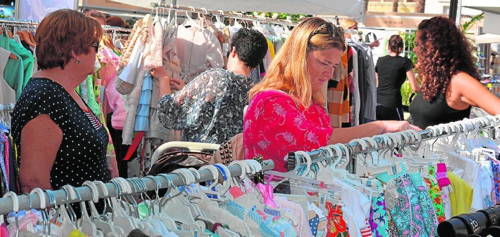 La novena Feria Outlet de Águilas regresa hoy con grandes chollos