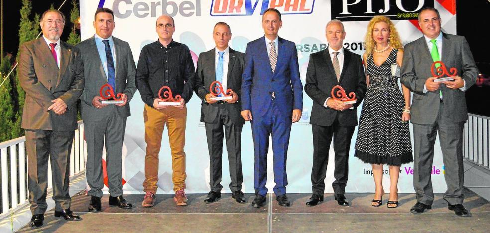 Asecom reconoce la labor del Gobierno regional y cinco compañías murcianas