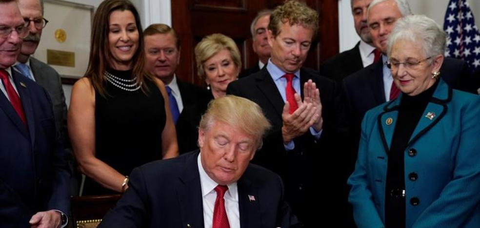 Trump asesta un nuevo golpe al 'Obamacare'