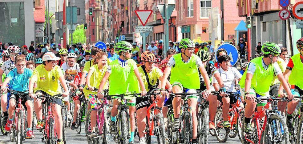 Un ciclopaseo laberíntico despidió a las 'olimpiadas'