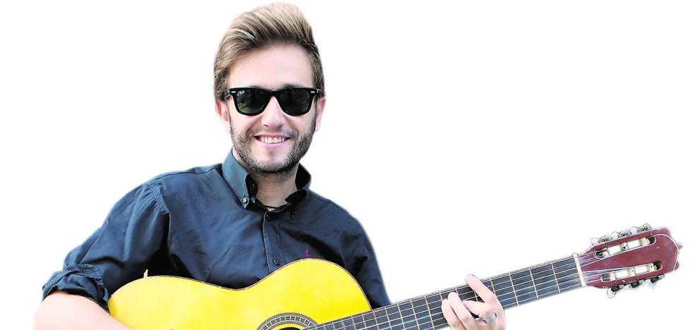 «Cuando necesito desahogarme, la guitarra se convierte en mi aliada»