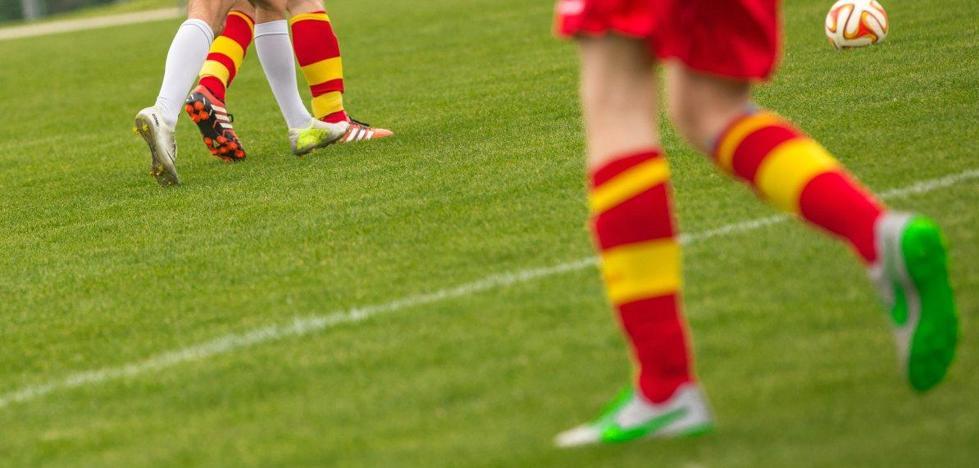 Muere un joven de 18 años mientras jugaba al fútbol