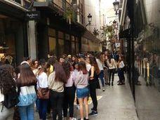 Colas desde las 6 de la mañana para comprar en la nueva tienda NYX en Murcia