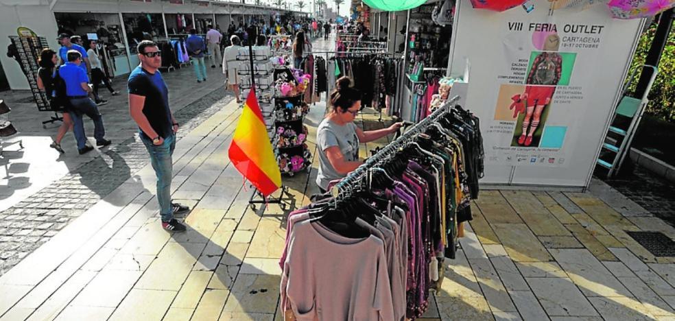 Los comerciantes venden un 20% más en la feria de saldos del puerto