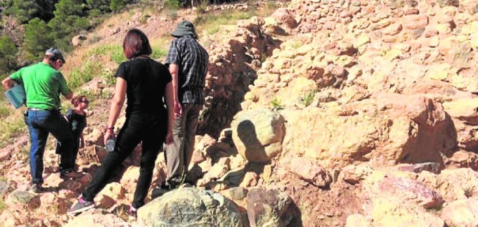 La empresa inicia obras de urgencia contra los derrumbes en La Bastida