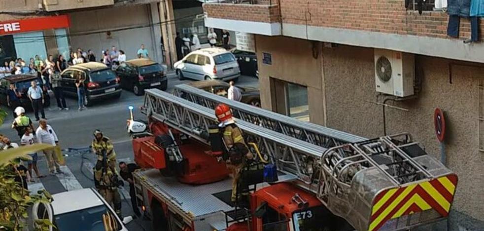 Sofocan un incendio en un edificio de Puente Tocinos
