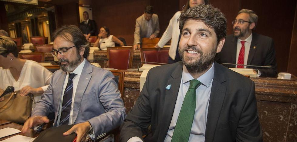 Los portavoces parlamentarios preguntarán a Miras por el Mar Menor y sus cinco meses de Gobierno