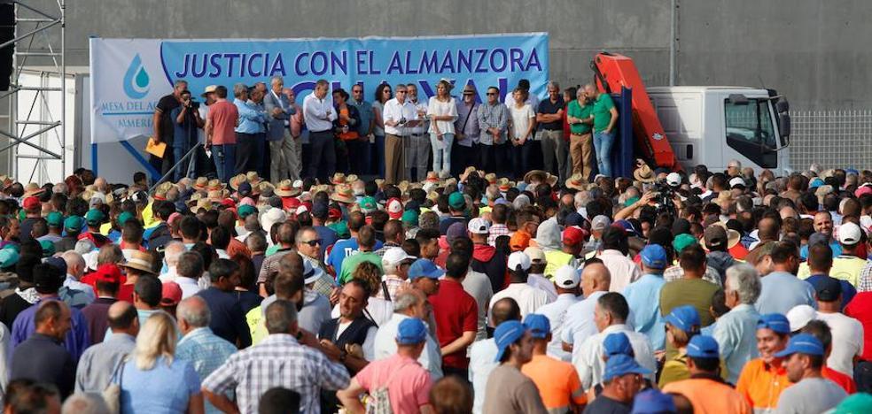 Miles de regantes reclaman en Almería la reparación de la desaladora de Villaricos