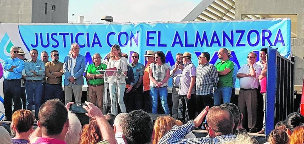 La ministra destaca el empuje del sector agroalimentario
