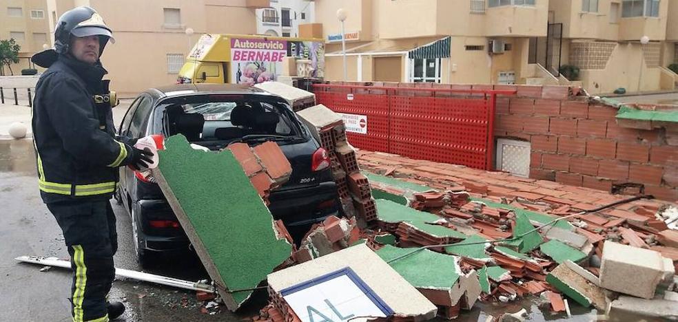 Las tormentas provocan cortes de calles y caídas de árboles y muros