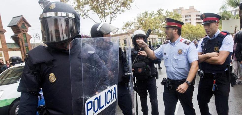 La Audiencia ordena a los Mossos que identifiquen a los agentes que actuaron el 1-O