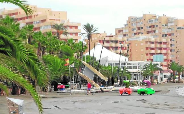 Lluvia, viento y caída de rayos causan un reguero de incidentes en 9 municipios