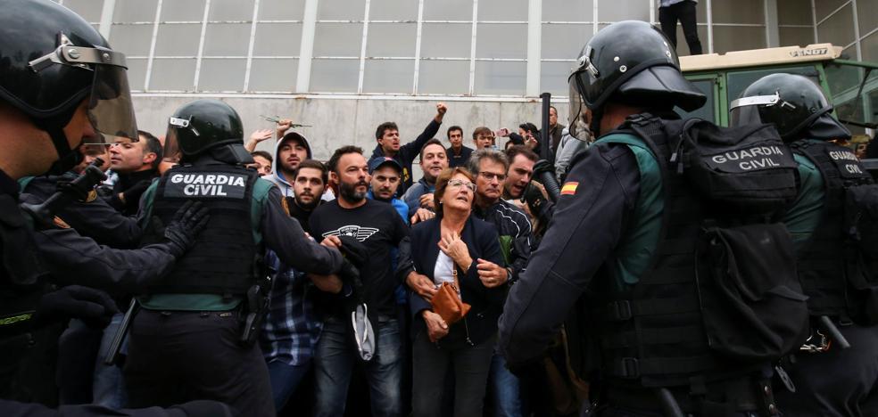 Detenido por pegar una patada en la cabeza a un guardia civil el 1-O