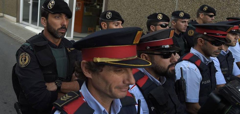 La Guardia Civil entra en una comisaría de los Mossos en Lérida