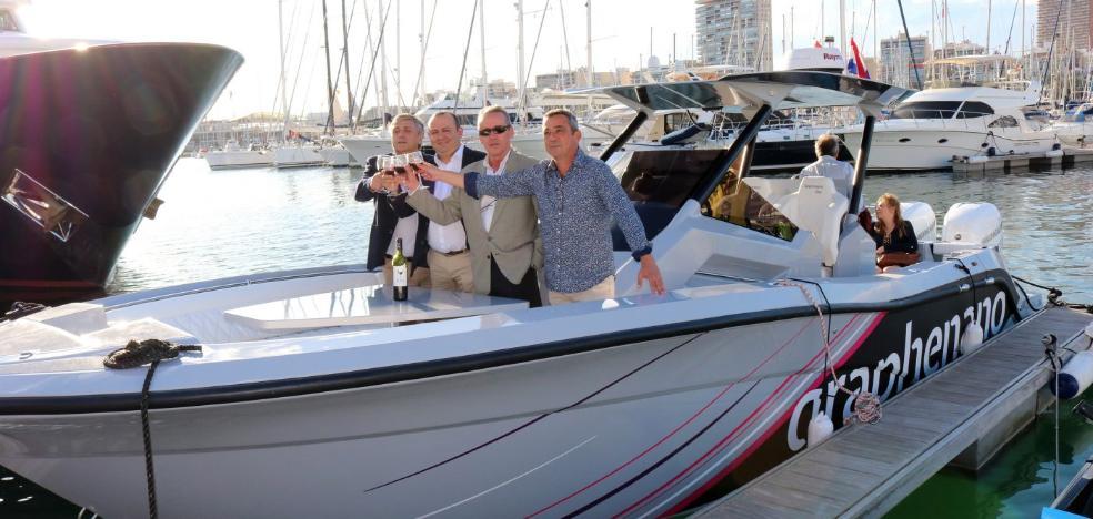 La empresa Graphenano bota su barco ante los referentes mundiales de la navegación
