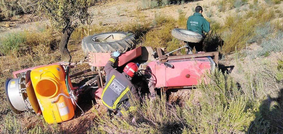 Muere un agricultor de Águilas al caerle encima el tractor que conducía