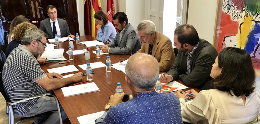El Ayuntamiento solicita que se mantenga abierto el paso a nivel de Santiago el Mayor