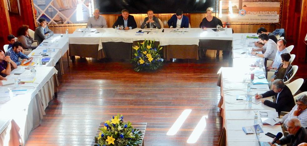 El Gobierno regional pide soluciones a los científicos contra el «estancamiento» del Mar Menor