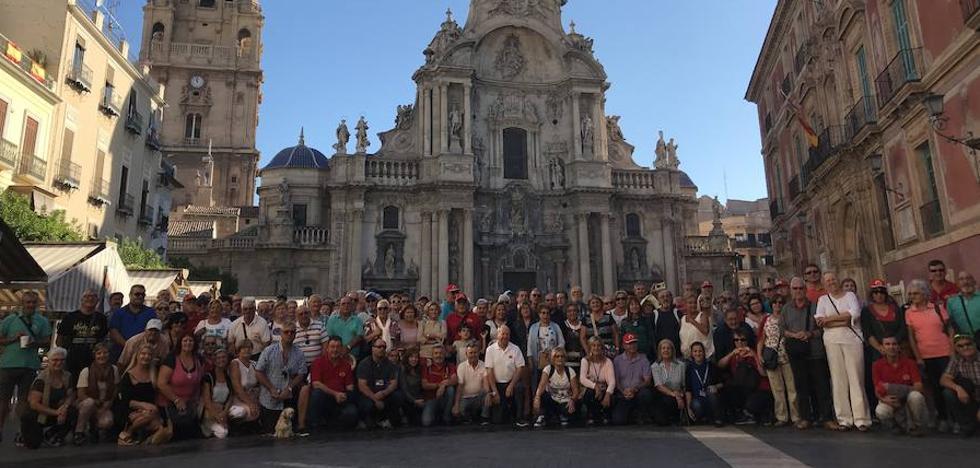 Un centenar de autocaravanas inauguran su nuevo estacionamiento en Murcia