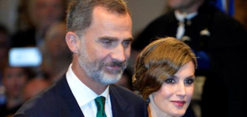 ¿Por qué el Rey Felipe VI ha lucido una corbata verde en los Premios Princesa de Asturias?