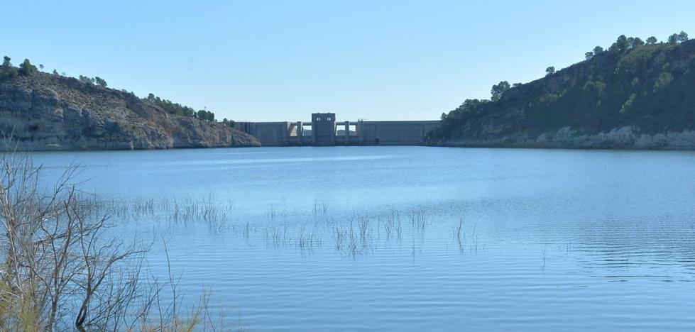 Los regantes alertan de que al pantano de Puentes solo le queda agua para dos meses