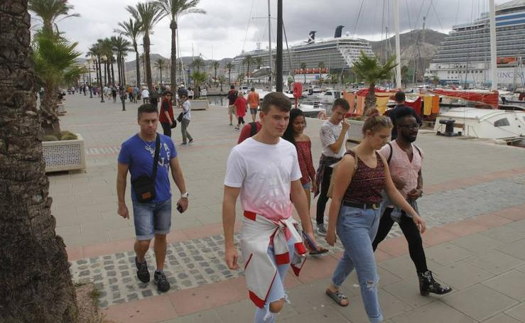 Los cruceristas llenan el centro de Cartagena