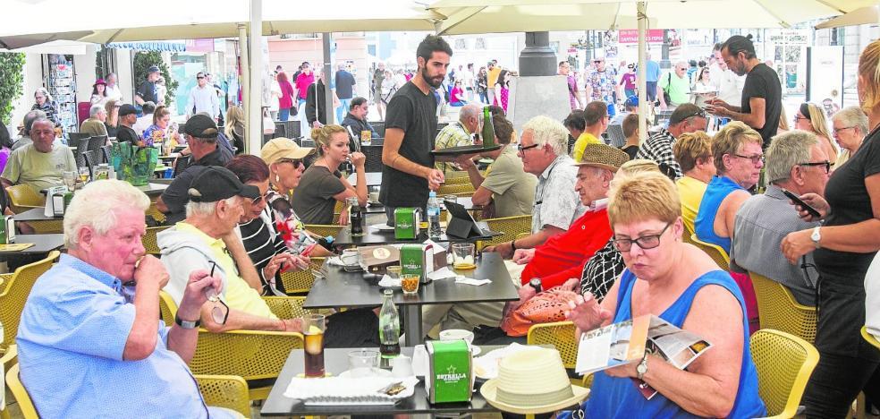 El desembarco de siete mil turistas duplica durante 5 horas las ventas en tiendas y bares