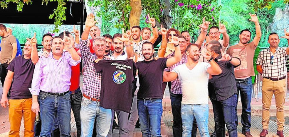 Emotivo homenaje al agente de Policía 'El Jaro' en su jubilación