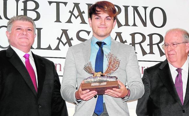 El novillero Jorge Rico recoge la 'Espiga de Oro' de la Feria de Calasparra