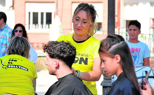 Una decena de peluqueras ofrecen cortes gratis contra el 'bullying'
