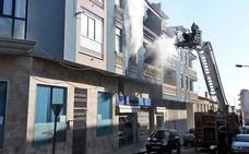Las llamas calcinan una vivienda en Totana