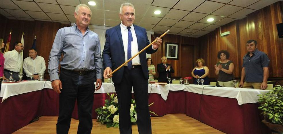 El alcalde de Moratalla asume las competencias de los dos concejales de IU que han dimitido