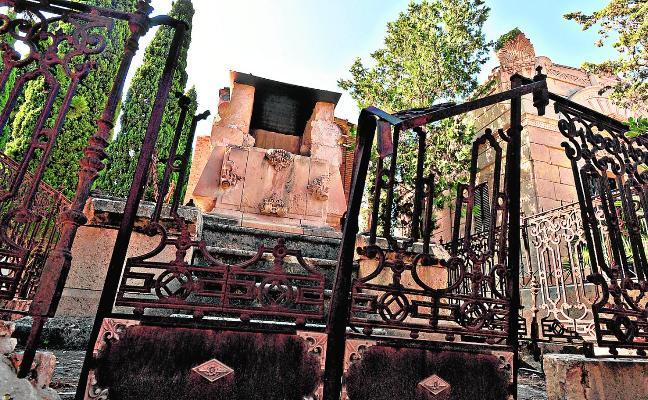 Las dificultades para aclarar la propiedad de los panteones bloquean su rehabilitación