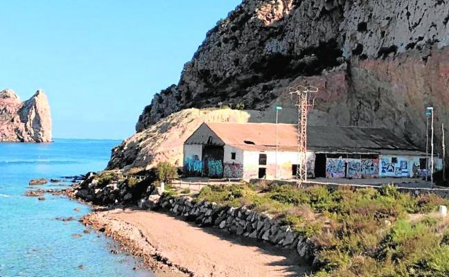 La playa de Los Cocederos acogerá el Centro Nacional de Buceo de la Guardia Civil