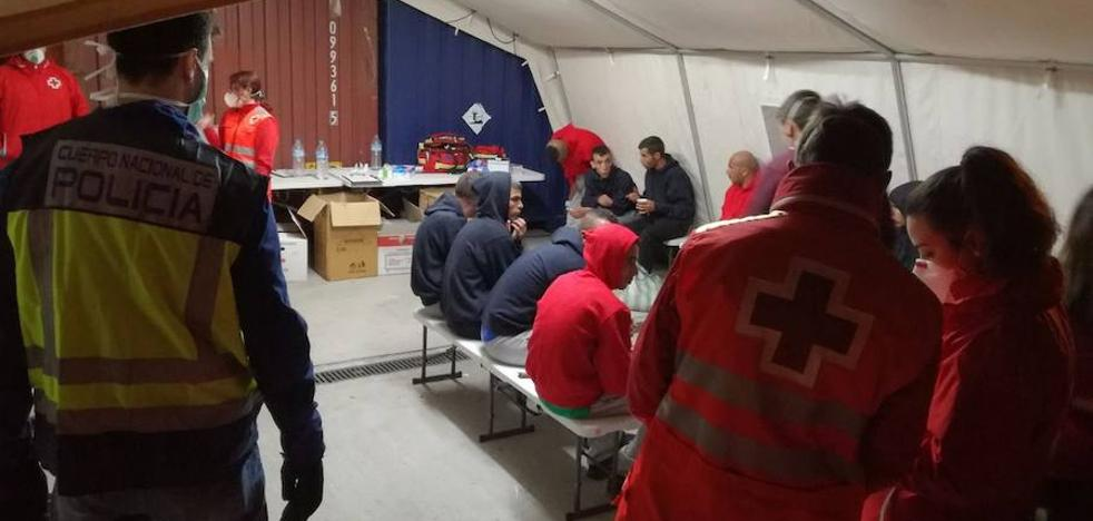 Otra oleada de pateras trae a 48 inmigrantes al puerto de Cartagena