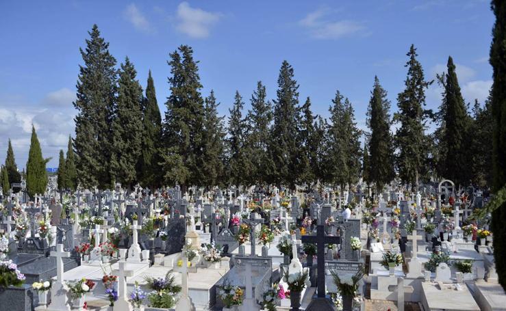 La tradición vuelve al cementerio de Nuestro Padre Jesús