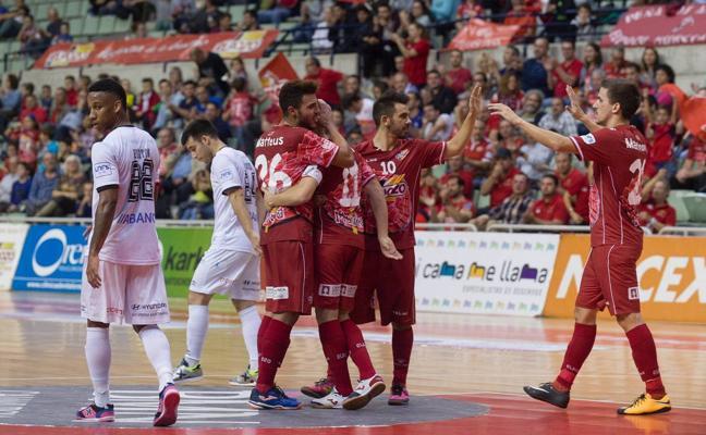 ElPozo golea y resiste ante el Santiago Futsal