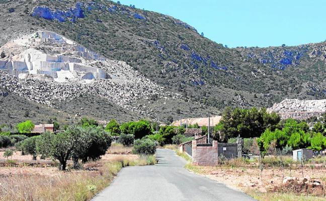 Los vecinos exigen que se aclare si se usa agua potable en las canteras pese a la sequía