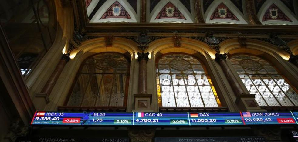 El Ibex cede un 0,96% en la sesión pero gana un 1,5% en la semana