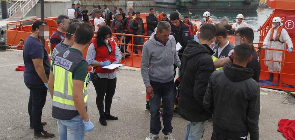 284 inmigrantes llegan a Cartagena en las últimas horas a bordo de 26 pateras