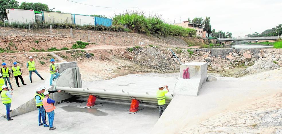 La nueva compuerta del río en La Fica se accionará desde la CHS mediante telemando