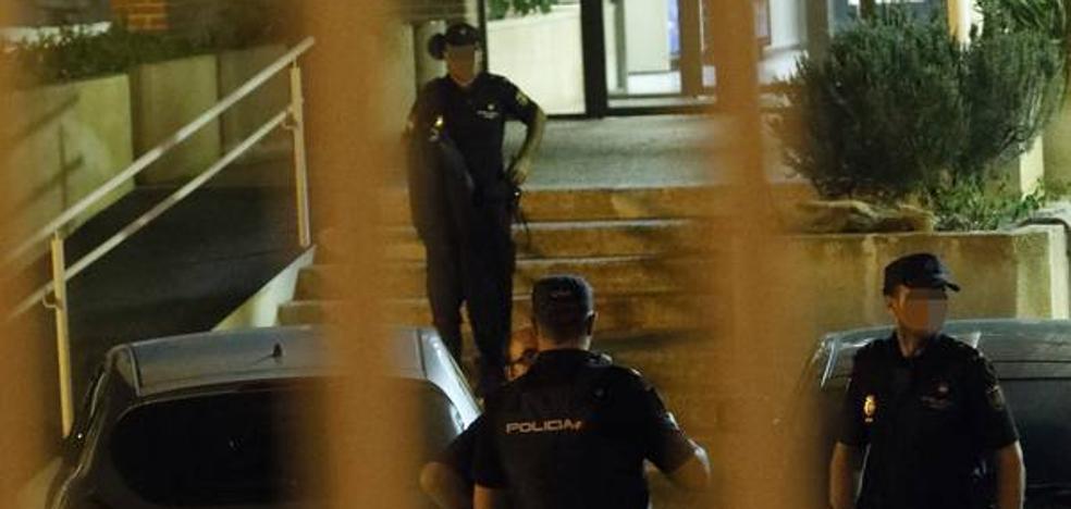 La Policía Nacional continúa buscando a los 26 inmigrantes fugados del CIE de Sangonera